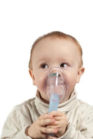Kleiner Junge mit Asthma