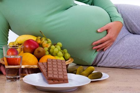 Gesunde Ernaehrung vs. Schwangerschaftsgelueste