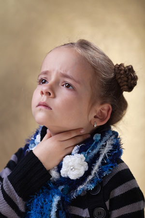 Kind mit Halsschmerzen