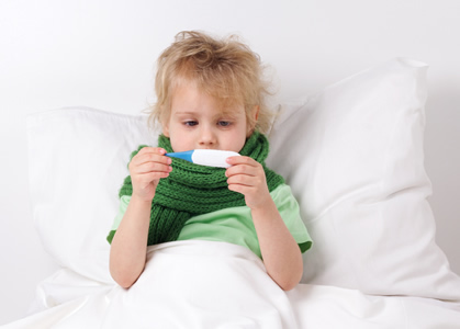 Die Kinderkrankheit Scharlach geht mit hohem Fieber einher. Zur Behandlung kommen Antibiotika zum Einsatz.